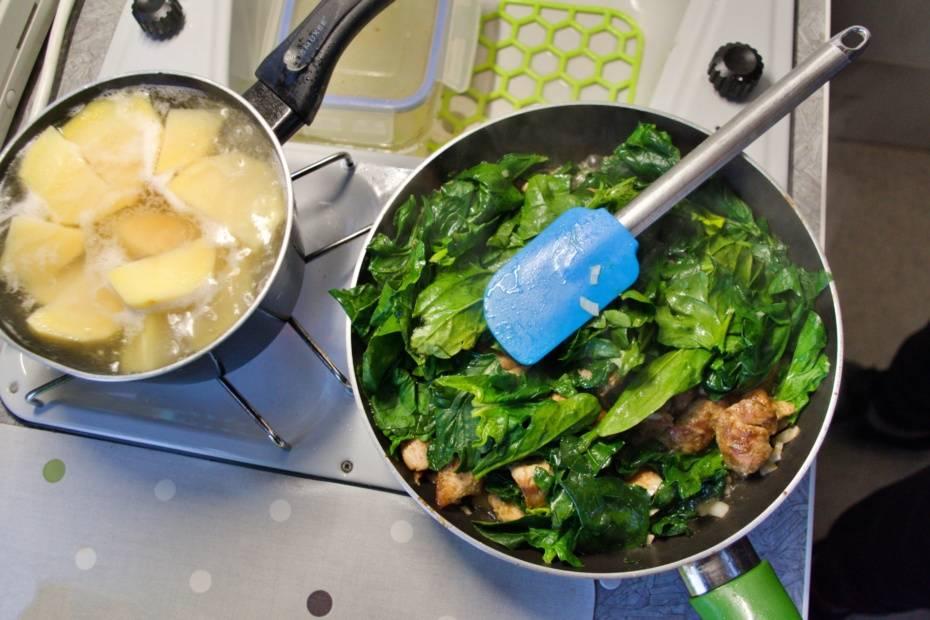 Szybki szpinakowy sos wegański lub z kurczakiem